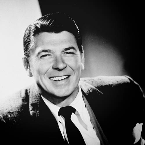 Photo ID - 24302, Year - 1958, Film Title - GENERAL ELECTRIC THEATER, Director - , Studio - CBS-TV, Keywords - 1958, RONALD REAGAN, SUIT, LAUGHING, LEANING, PORTRAIT, STUDIO